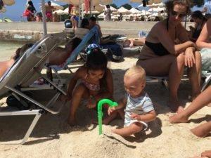 Albánsko deti na pláži