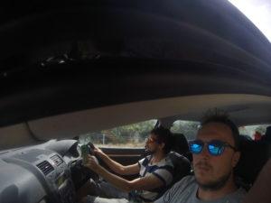 Mitch a Peťo v aute